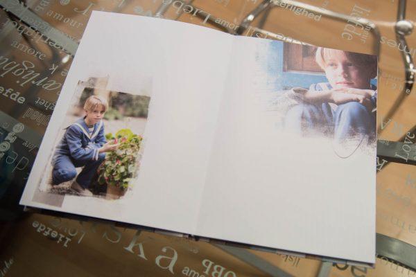 Fotografias repartidas para dejar espacio para firmas