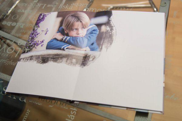 Tamaño de página 22x30cm. o 24x24cm.