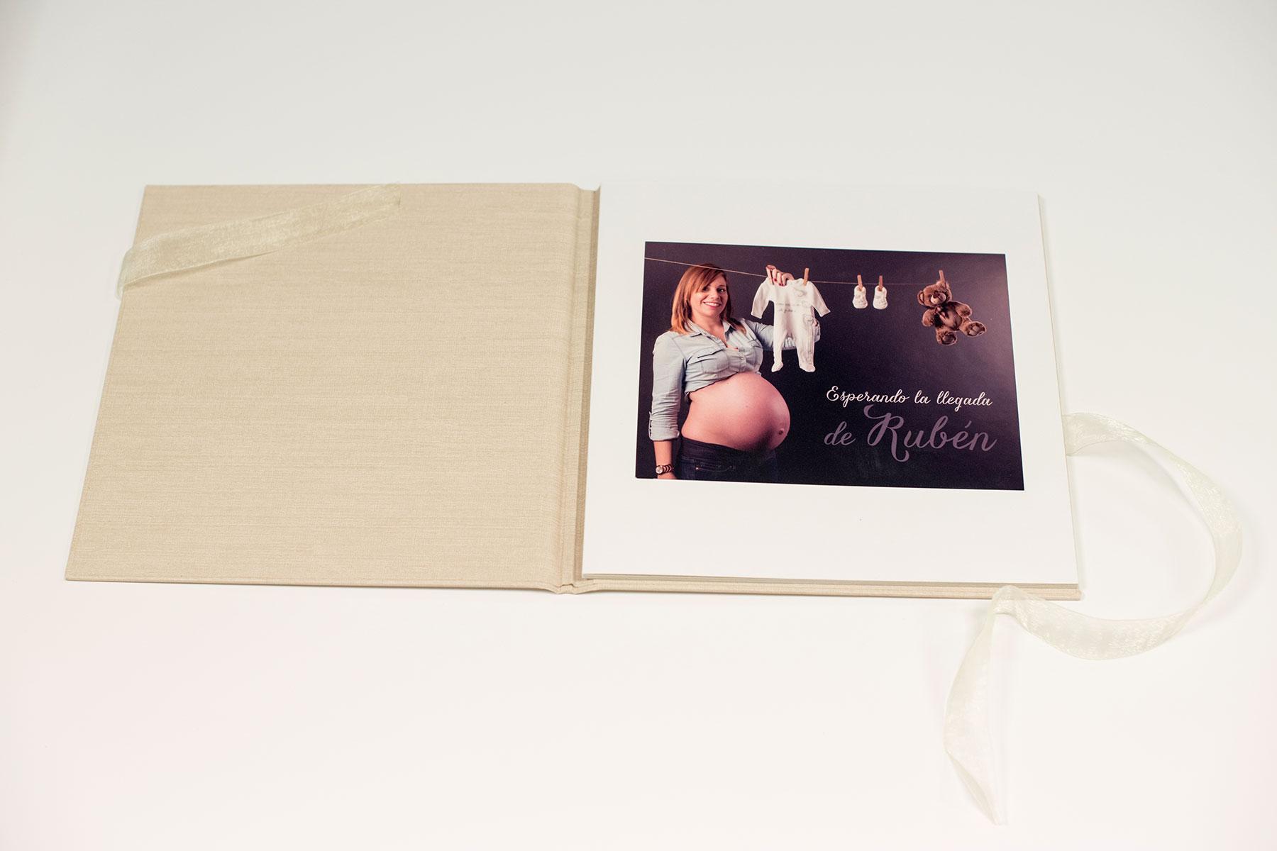producto-embarazo-album-tradicional-con-9-fotos-estudio-15×20-y-25×25-ruben-04